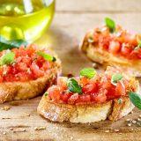 Bruschette al pomodorino fresco